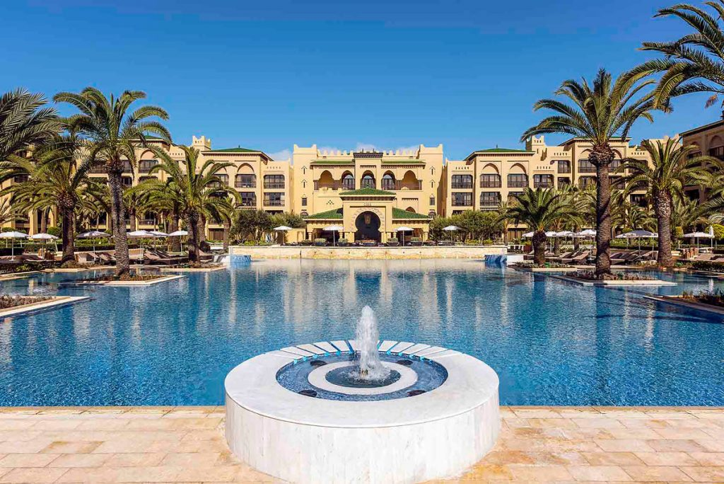 resort-day-pool-view